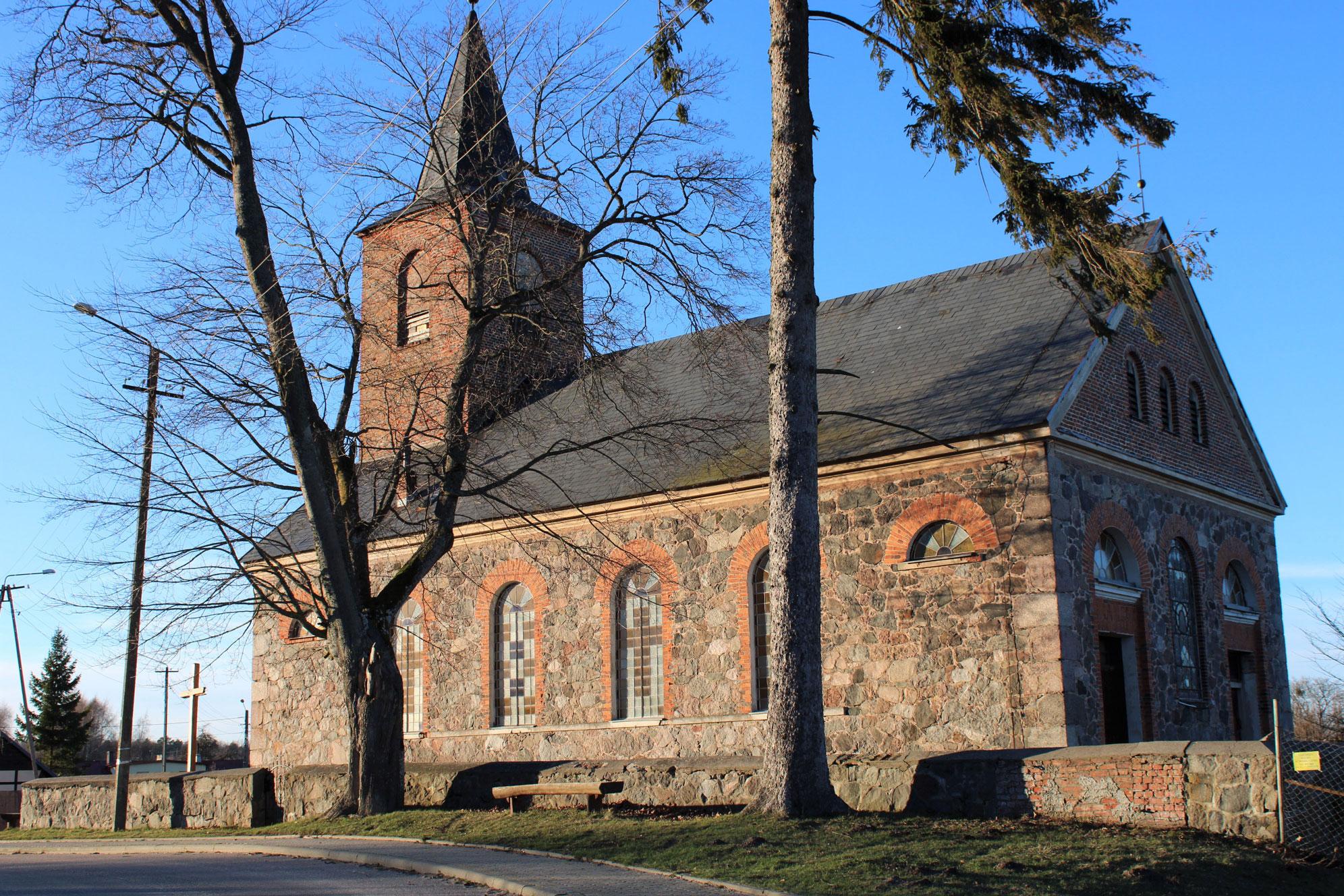 Kościół w Salinie od zewnątrz