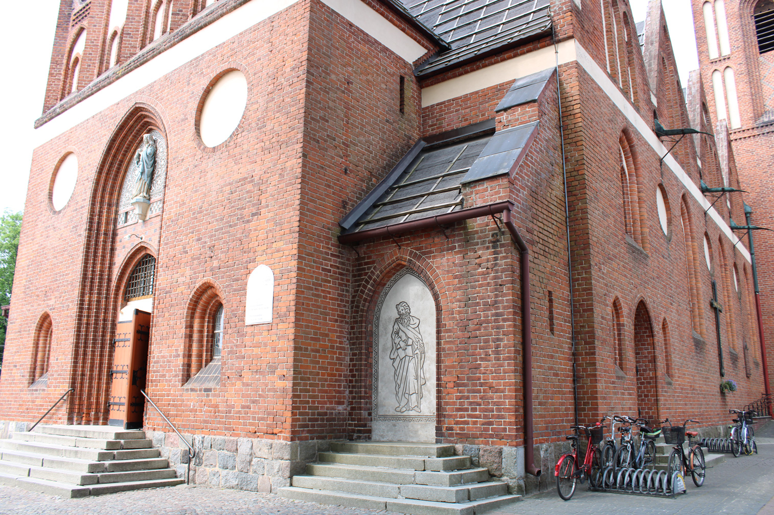 Elewacja wschodnia kościoła. wejście