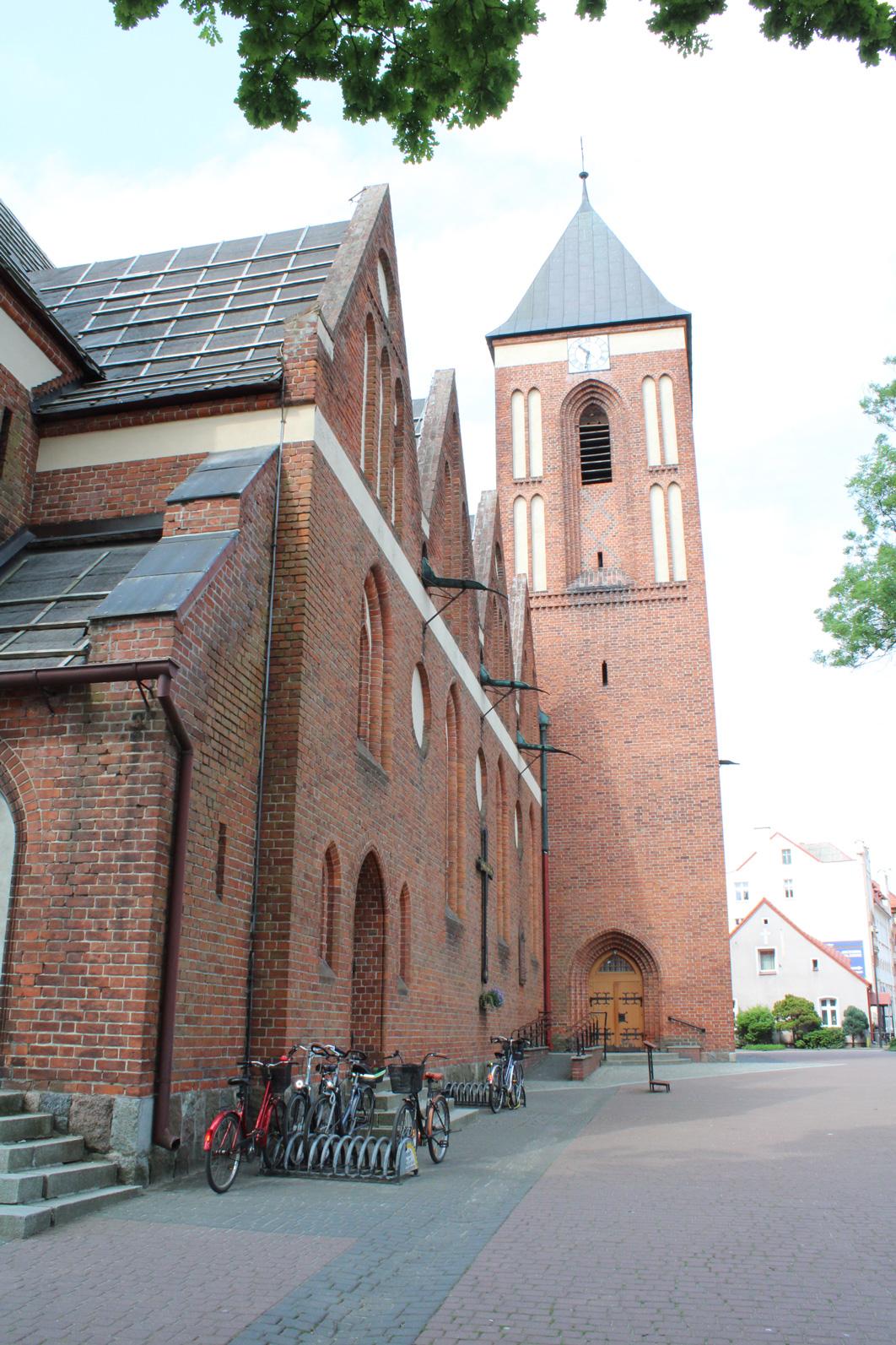 Widok na wieżę kościoła