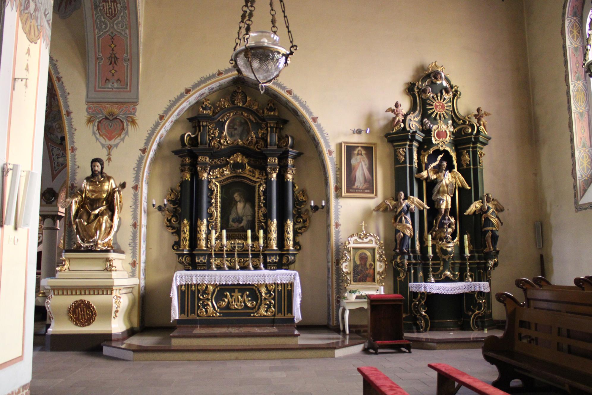 Ołtarze boczne od północnej strony w kościele w Czersku