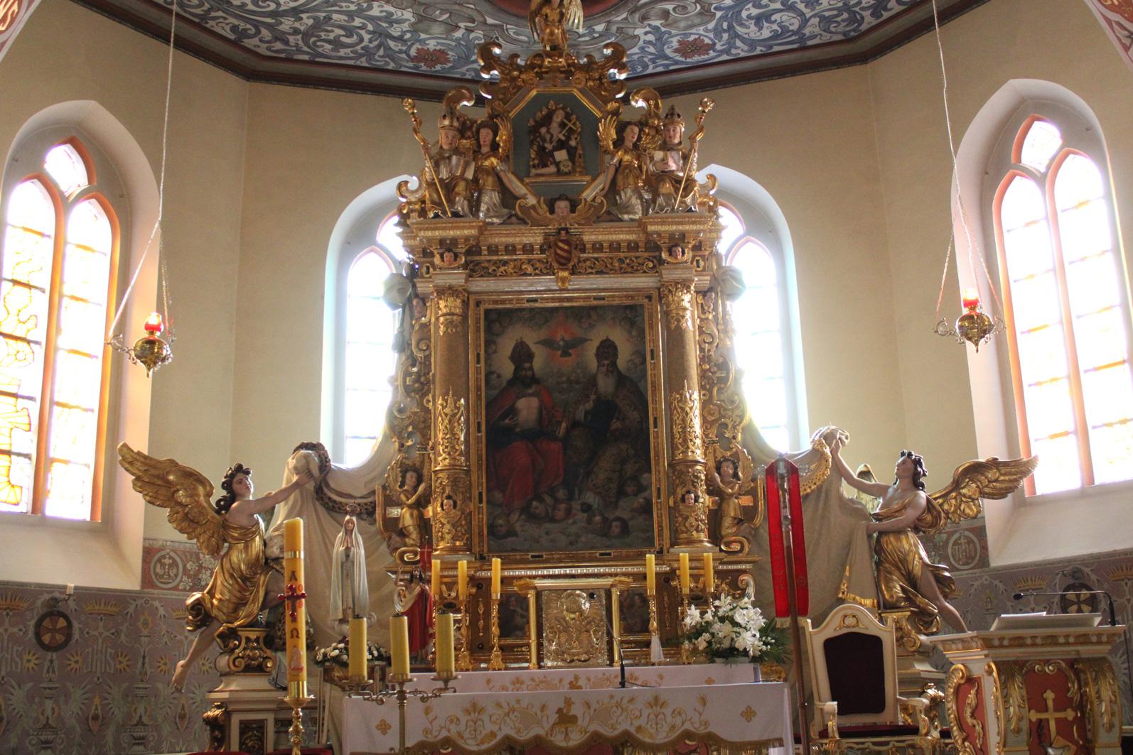 ołtarz główny w Kościele w Czersku