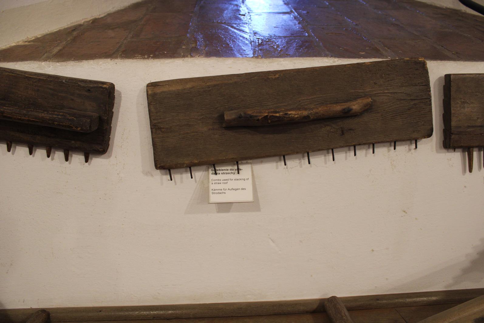 grzebienie do układanie strzechy z Muzeum w Bytowie