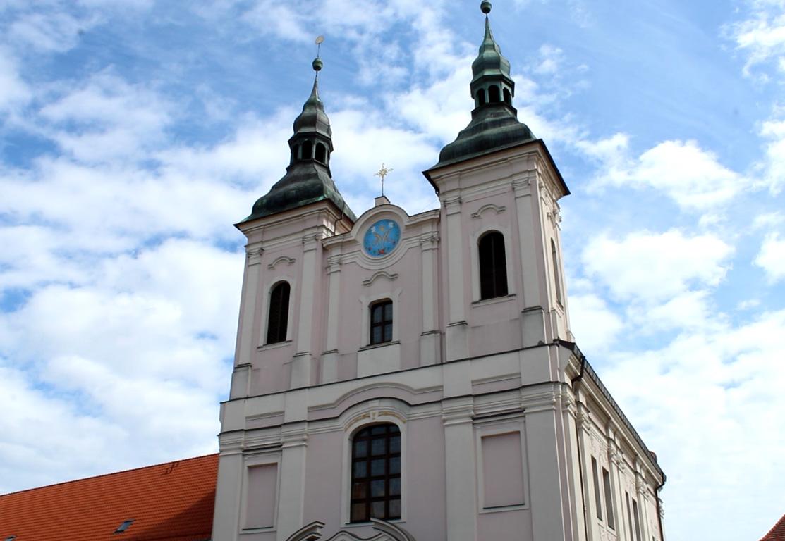 Fasada kościoła jezuitów w Chojnicach