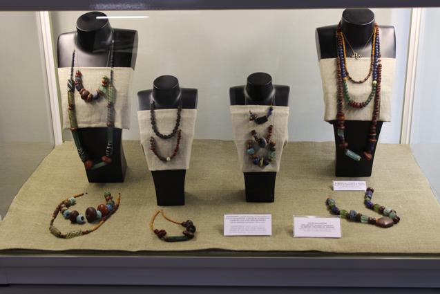 kolie i biżuteria